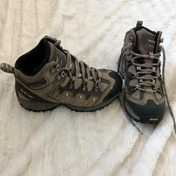 a6157d1719e EUC Hi-Tec All Weather Hiking Boots
